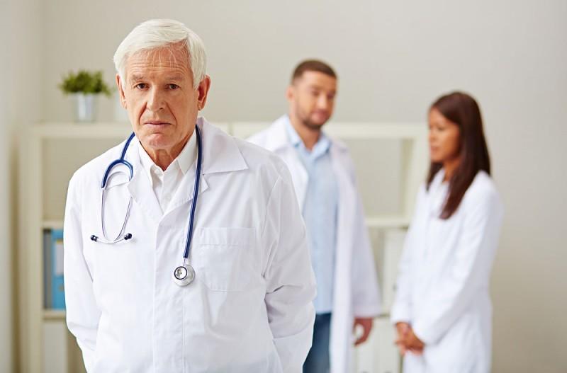 Главные врачи и их замы не могут быть старше 65 лет